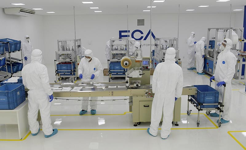 Fiat Chrysler Automobiles assembly workers produce protective masks, amid the spread of the coronavirus disease (COVID-19), at the Assembly Plant in Betim near Belo Horizonte, Brazil, May 20, 2020. REUTERS/Washington Alves