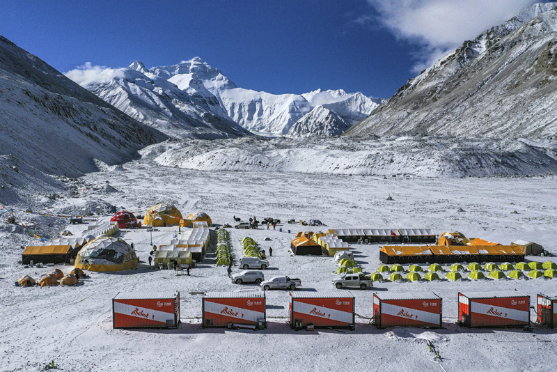 Aerial photo released by China's Xinhua News Agency, vehicles and tents are seen at the base camp at the foot of the peak of Mount Qomolangma, also known as Mount Everest, in southwestern China's Tibet Autonomous Region, April 30, 2020. Photo: Purbu Zhaxi/Xinhua via AP