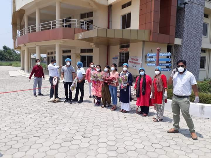 21 COVID-19 patients being discharged from Sushil Koirala Prakhar COVID-19 Special Hospital following recovery, in Banke, on Friday, May 22, 2020. Photo: Tilak Gaunle/THT