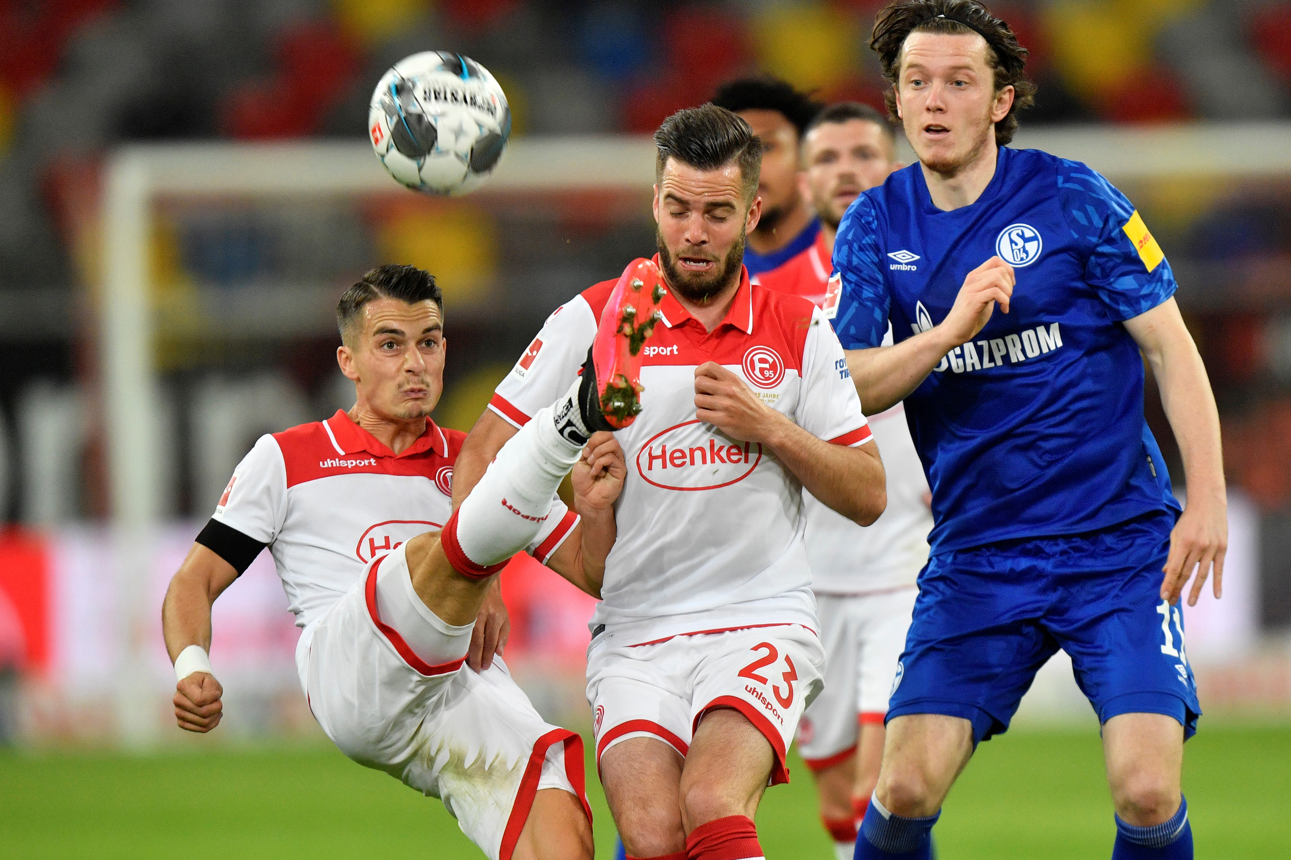 Schalke 04's Michael Gregoritsch in action with Fortuna Dusseldorf's Erik Thommy, as play resumes following the outbreak of the coronavirus disease (COVID-19) during the Bundesliga match between Fortuna Dusseldorf and Schalke 04, at Merkur Spiel-Arena,in  Dusseldorf, Germany, on May 27, 2020. Photo:  Martin Meissner/Pool via Reuters