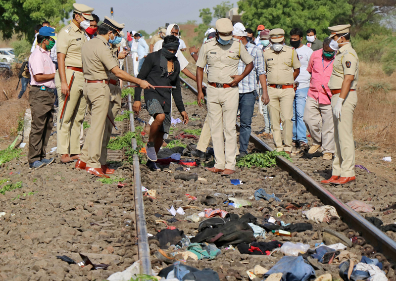 Police officers examine the railway track after a train ran over migrant workers sleeping on the track in Aurangabad district in the western state of Maharashtra, India, May 8, 2020. Photo: Reuters
