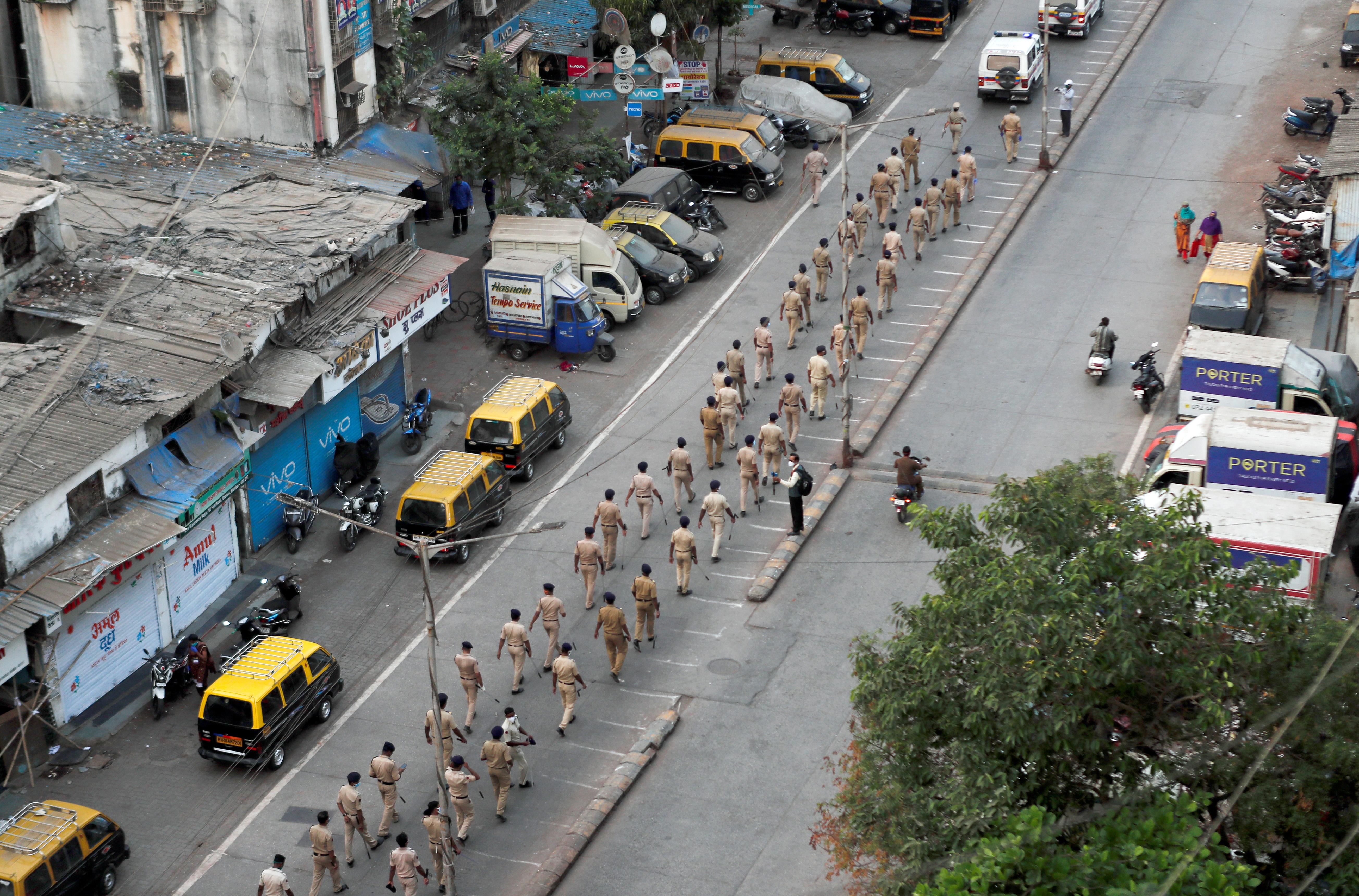 Police officers march on a street in Dharavi, one of Asia's largest slums, after the extension of the lockdown in Maharashtra state, to control the spread of coronavirus disease (COVID-19), in Mumbai, India, April 11, 2020. Photo: Reuters
