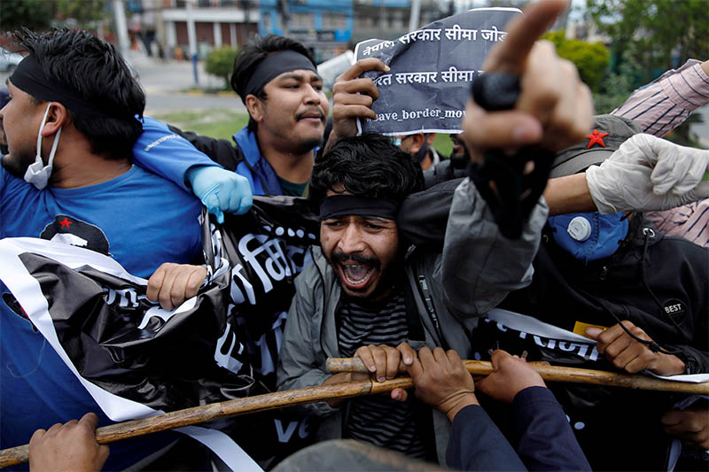 Students protest against the alleged encroachment of Nepal border by India in far west Nepal during the forty-seven day of the lockdown imposed by the government amid concerns about the spread of coronavirus disease (COVID-19) outbreak, in Kathmandu, Nepal May 9, 2020. Photo: Reuters