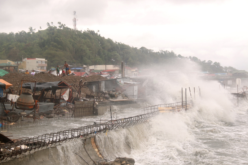 Strong waves batter houses along the coastline of Catbalogan city, Western Samar province, eastern Philippines caused by typhoon Vongfong, Thursday May, 14, 2020. Photo: AP