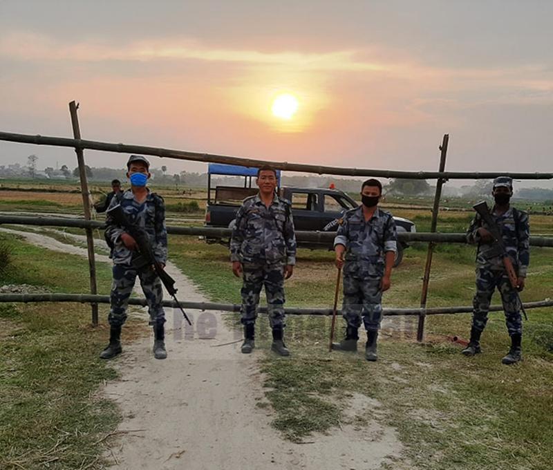 Armed Police Force (APF) and Indian Sashastra Seema Bal (SSB) on duty, in Rautahat, on Saturday, May 02, 2020. Photo: Prabhat Kumar Jha/THT