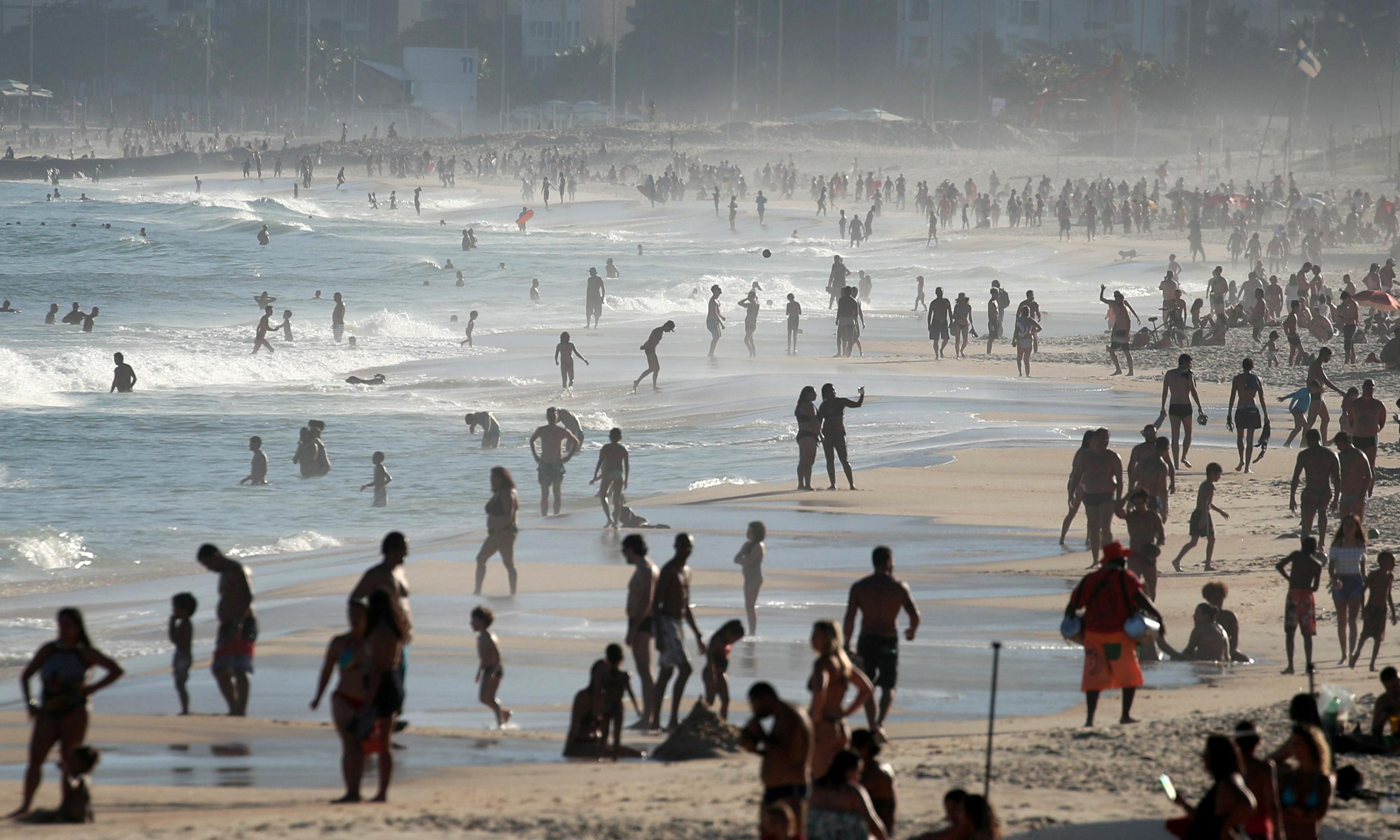 FILE PHOTO: Beachgoers enjoy Ipanema beach amid the coronavirus disease (COVID-19) outbreak in Rio de Janeiro, Brazil, June 21, 2020. Photo: Reuters
