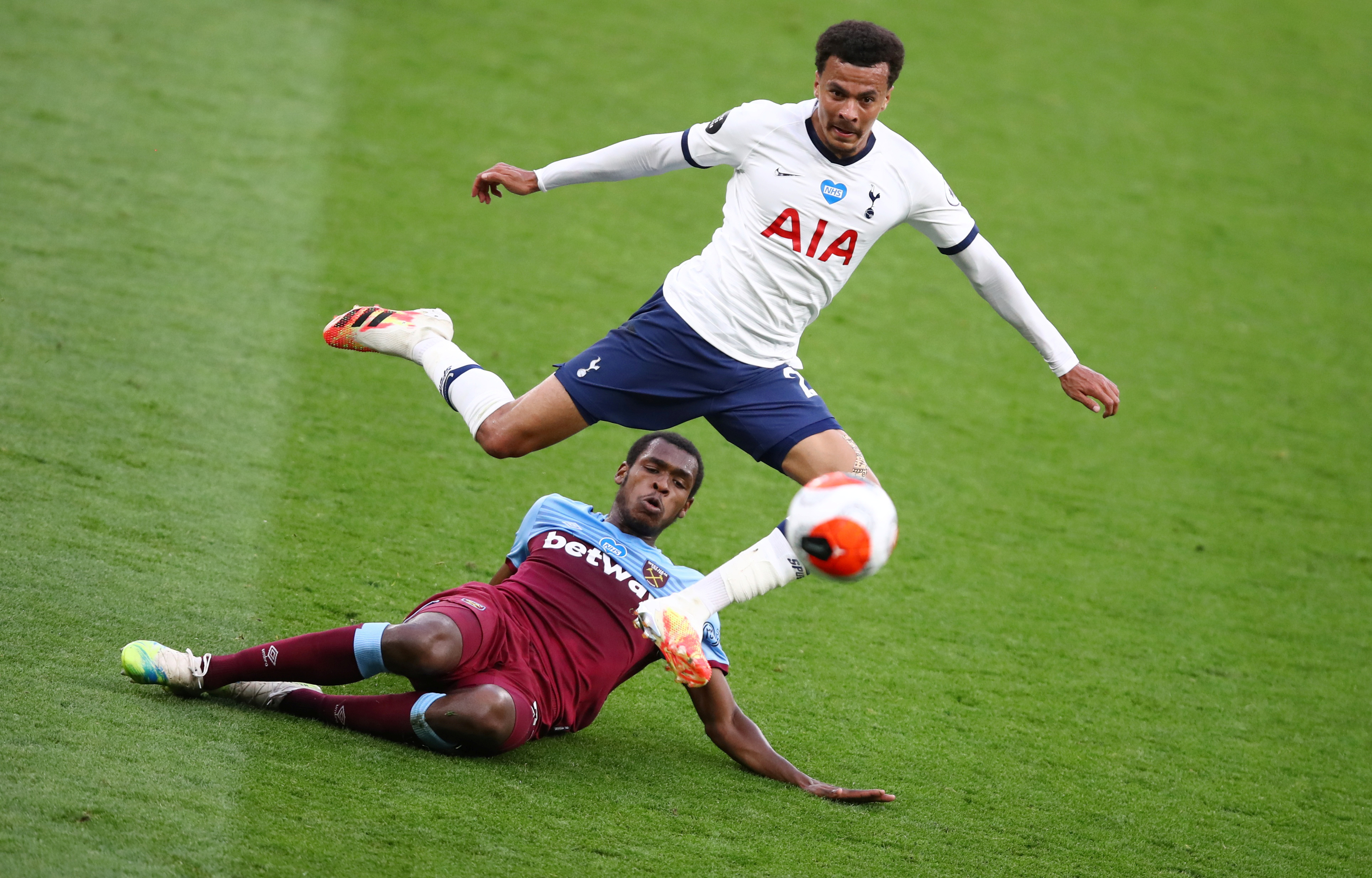 West Ham United's Issa Diop in action with Tottenham Hotspur's Dele Alli, as play resumes behind closed doors following the outbreak of the coronavirus disease (COVID-19) during the Premier League match between Tottenham Hotspur and West Ham United, at Tottenham Hotspur Stadium, in London, Britain, on June 23, 2020. Photo: Julian Finney/Pool via Reuters