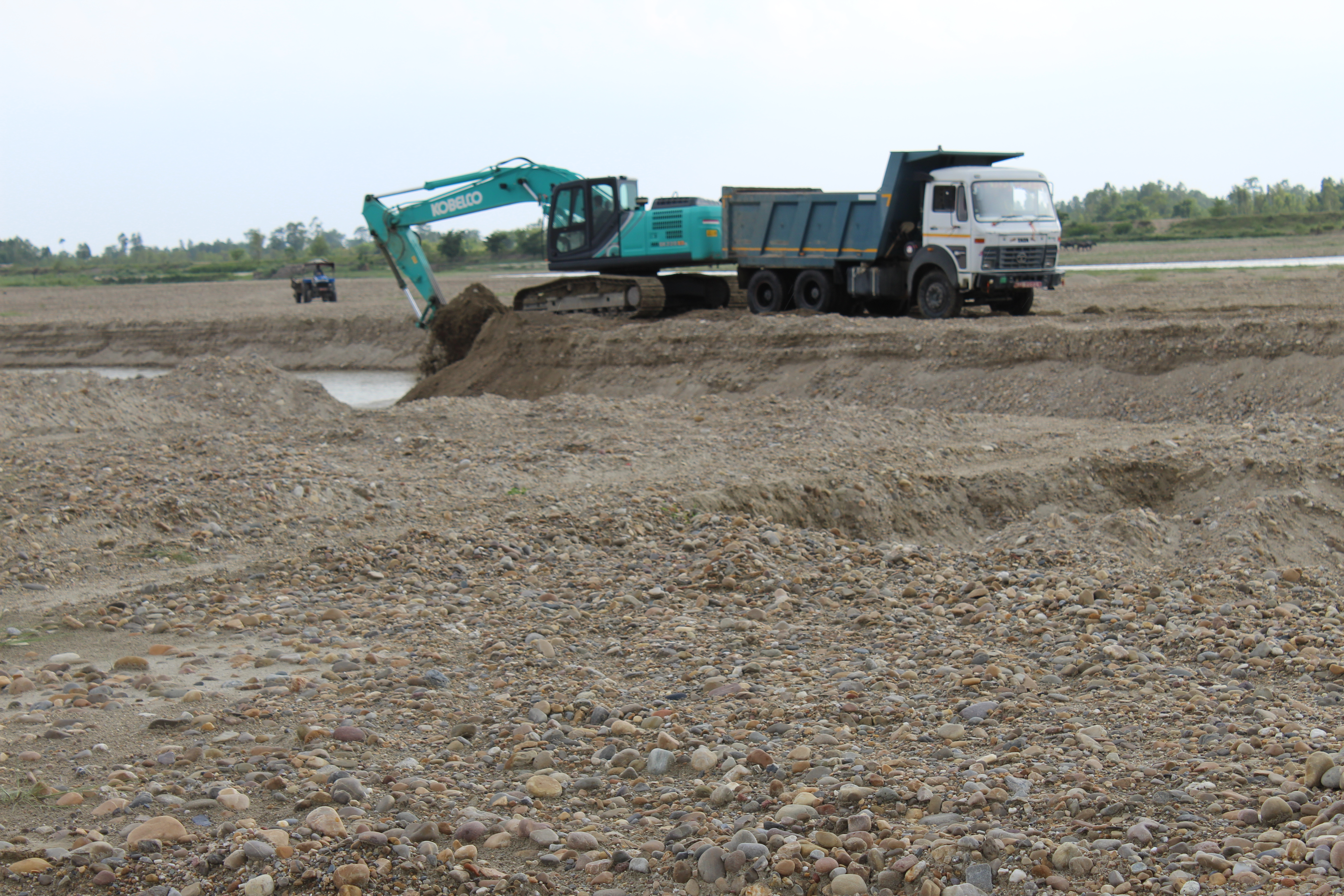 An excavator is being used to load sand onto a truck on the banks of Kamala river, in Siraha district, on Monday, June 01, 2020. Photo: Ashish BK/THT