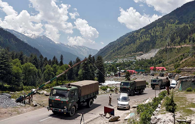 Indian army trucks move along a highway leading to Ladakh, at Gagangeer in Kashmir's Ganderbal district June 17, 2020. Photo: Reuters