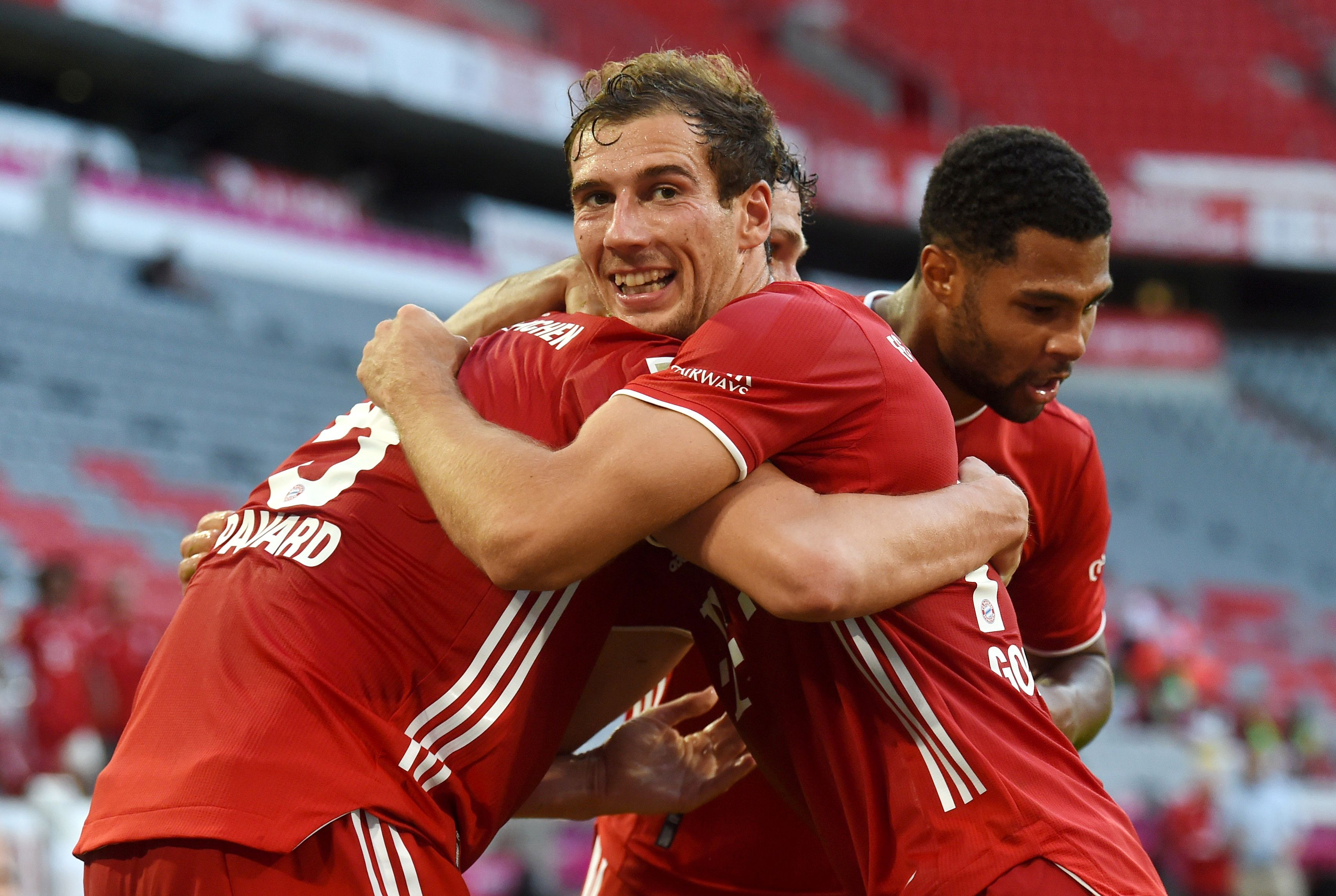 Bayern Munich's Leon Goretzka celebrates scoring their second goal with teammates, as play resumes behind closed doors following the outbreak of the coronavirus disease (COVID-19) during the Bundesliga match between Bayern Munich and Borussia Moenchengladbach, at Allianz Arena, in Munich, Germany, on June 13, 2020. Photo:  Christof Stache/Pool via Reuters