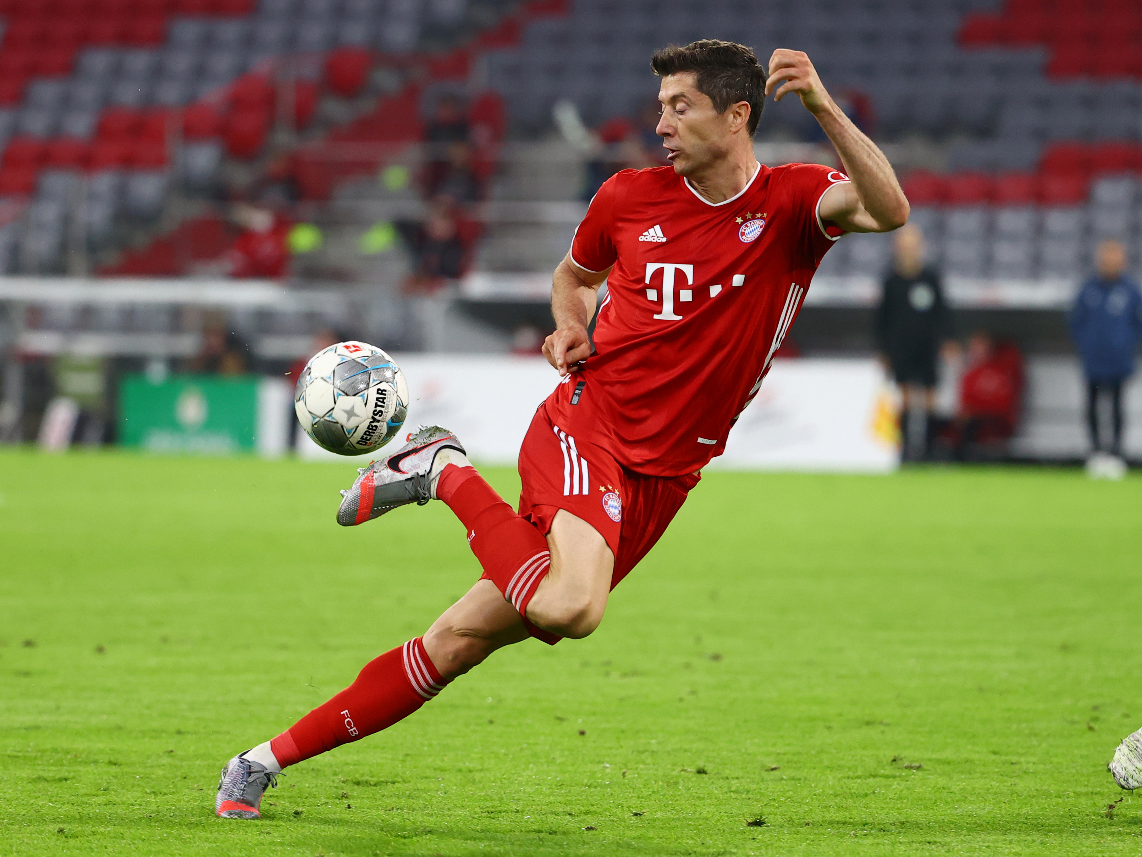 Bayern Munich's Robert Lewandowski in action, as play resumes behind closed doors following the outbreak of the coronavirus disease (COVID-19) during the DFB Cup Semi Final match between Bayern Munich and Eintracht Frankfurt, at Allianz Arena, in Munich, Germany, on June 10, 2020. Photo: Reuters