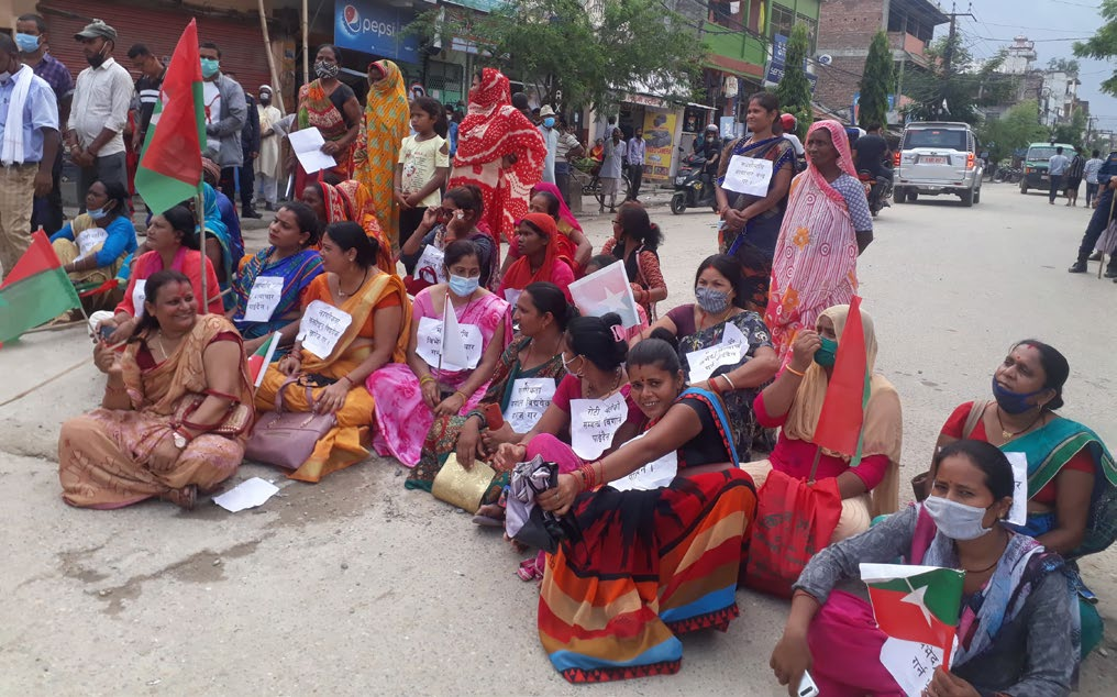 Women staging a demonstration against the new provision for obtaining naturalised citizenship, in Rajbiraj, on Saturday. Photo: THT