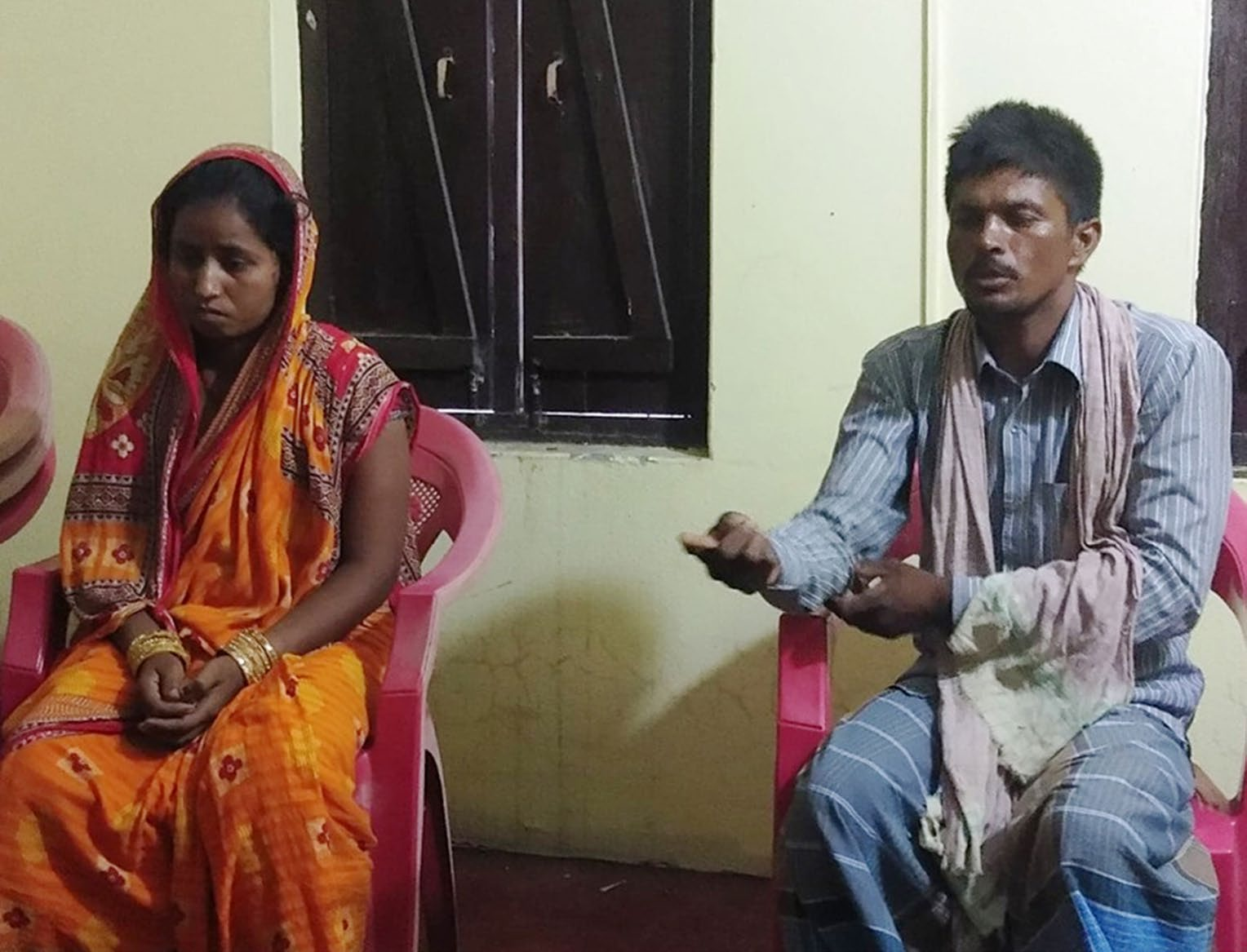 Anita Devi Paswan and her husband urging the media to help find the whereabouts of their kidnapped daughter, during a press meet in Gaur, Rautahat, on Tuesday. Photo: THT