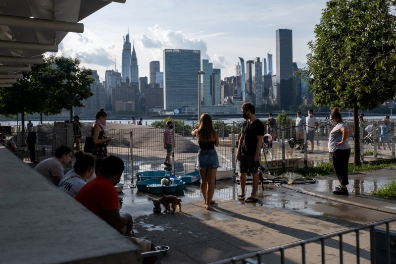 People try to maintain social distance while enjoying a warm and humid day at Gantry Plaza State Park following the outbreak of the coronavirus disease (COVID-19), in Long Island City, New York, U.S., July 25, 2020. Photo: Reuters