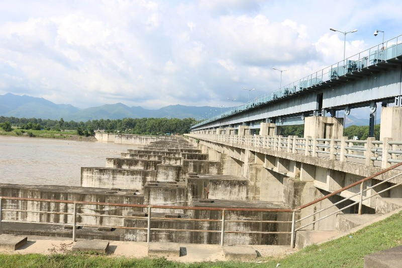 A view of the main dam of Sikta Irrigation Project constructed in Bankeu2019s Agaiya, on Tuesday. Photo: THT