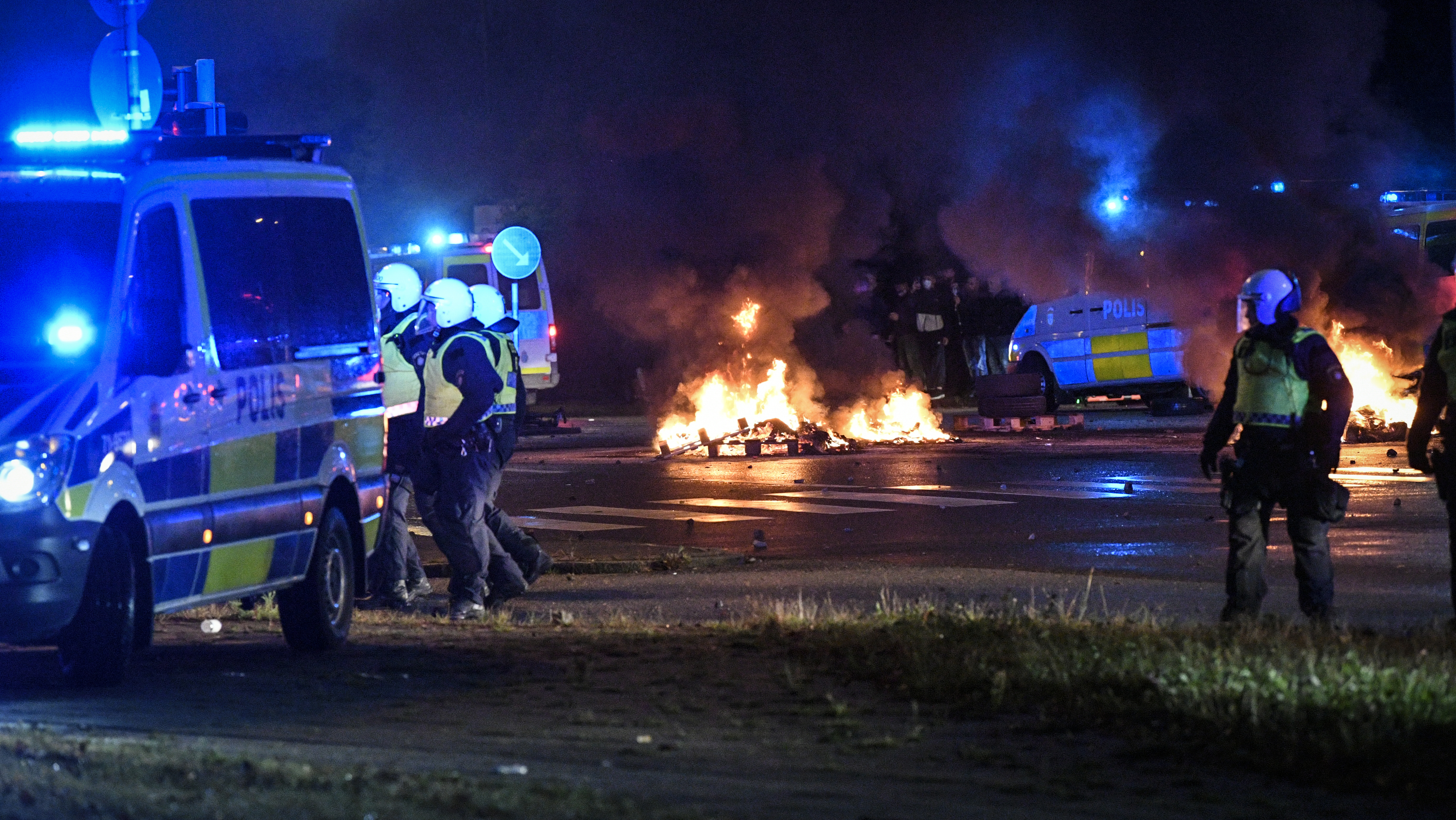 Riot police on the scene as smoke billows from burning tires and fireworks, as a few hundred protesters riot in the Rosengard neighbourhood of Malmo, Sweden, Friday, Aug. 28, 2020. Far-right activists burned a Quran in the southern Swedish city of Malmo, sparking riots and unrest after more than 300 people gathered to protest, police said Saturday. Rioters set fires and threw objects at police and rescue services Friday night, slightly injuring several police officers and leading to the detention of about 15 people. Photo: AP