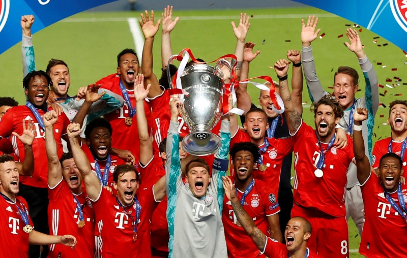 Bayern Munich's Manuel Neuer with teammates celebrate with the trophy after winning the Champions League, at Estadio da Luz, in Lisbon, Portugal, on August 23, 2020, as play resumes behind closed doors following the outbreak of the coronavirus disease (COVID-19). Photo: Reuters