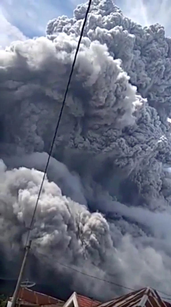 Sinabung volcano spews volcanic ash during eruption in Karo, North Sumatra province, Indonesia August 10, 2020 in this still image obtained from social media video. Photo: Gilbert Sembiring via Reuters