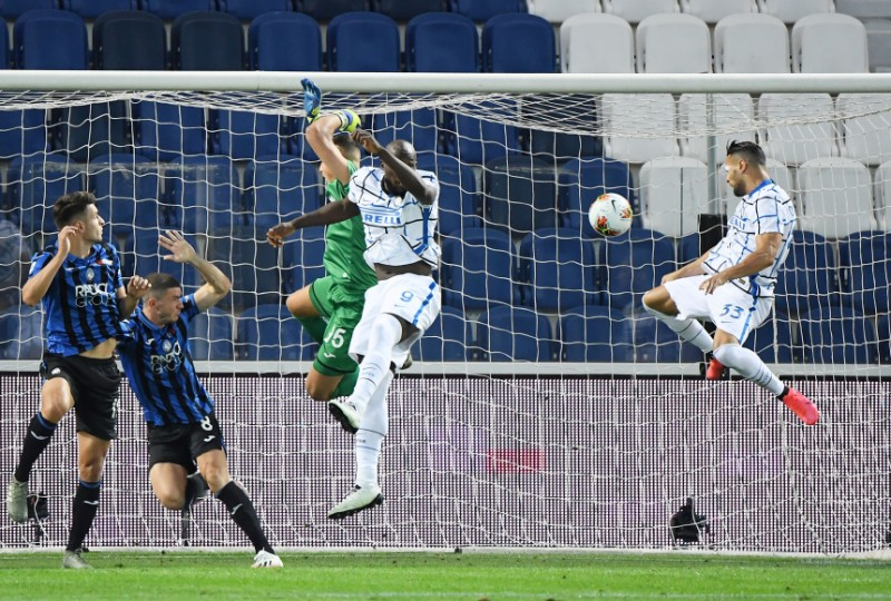 IInter Milan's Danilo D'Ambrosio scores their first goal during the Serie A match between Atalanta and Inter Milan, at Stadio Atleti Azzurri, in Bergamo, Italy, on  August 1, 2020, as play resumes behind closed doors following the outbreak of the coronavirus disease (COVID-19). Photo: Reuters