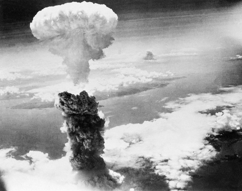 In this Aug. 9, 1945, file photo, a giant column of smoke rises after the second atomic bomb ever used in warfare explodes over the Japanese port town of Nagasaki. Photo: AP/File