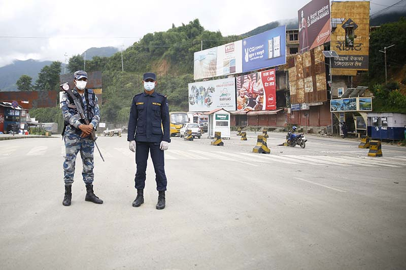 Security personnel stand guard at the Nagdhunga check post in Kathmandu, on Thursday, August 20, 2020. The government has imposed a prohibitory order amid rapidly rising cases of Covid-19 within the valley, effective from today. Photo: Skanda Gautam/THT