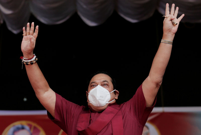 Sri Lanka's Prime Minister and leader of Sri Lanka People's Front party Mahinda Rajapaksa wearing a protective mask, waves at his supporters during a campaign rally ahead of August 5 parliamentary elections, in Ahungalla, Sri Lanka, August 1, 2020. Photo: Reuters/File