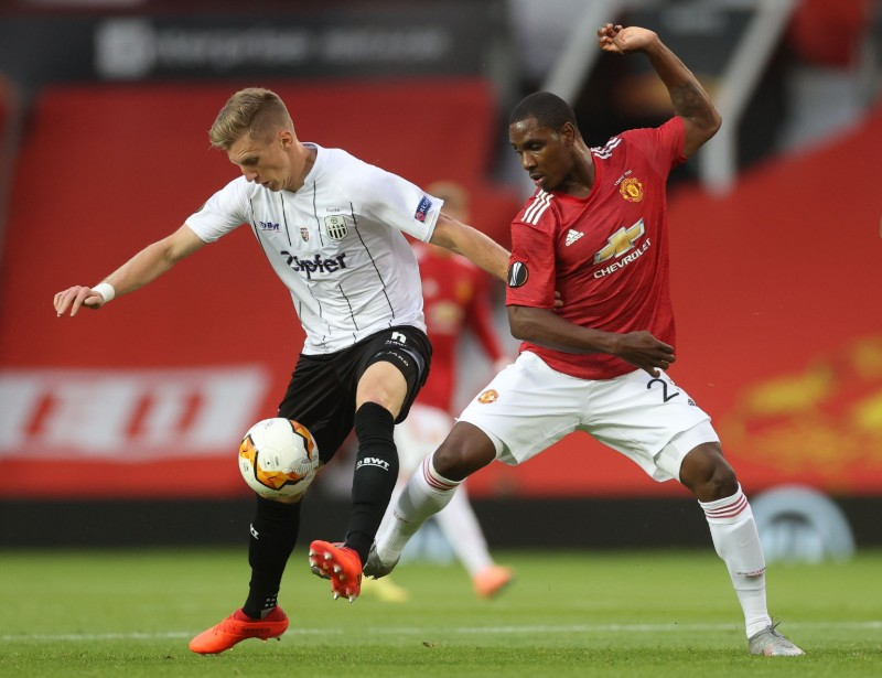LASK Linz's Philipp Wiesinger in action with Manchester United's Odion Ighalo during their Europa League Round of 16 Second Leg match, at Old Trafford, in Manchester, Britain, on August 5, 2020, as play resumes behind closed doors following the outbreak of the coronavirus disease (COVID-19). Photo: Reuters