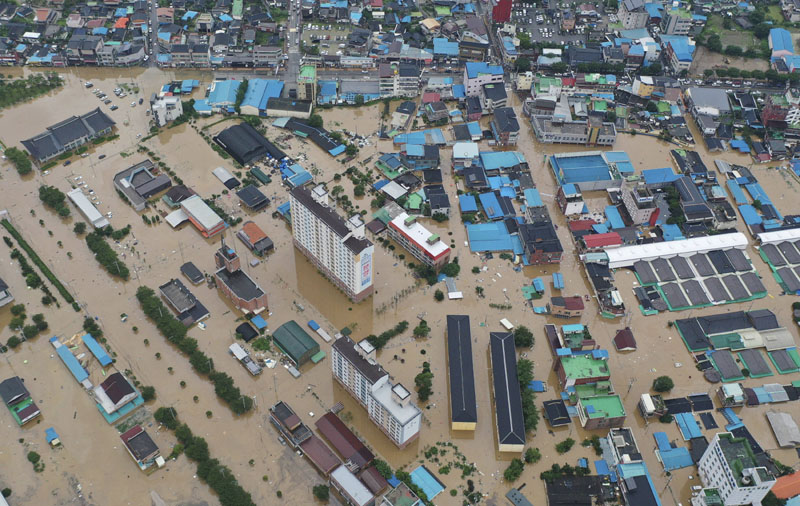 A village area is flooded due to heavy rain in Gurye, South Korea, Saturday, Aug. 8, 2020. Photo: Chun Jung-in/Yonhap via AP