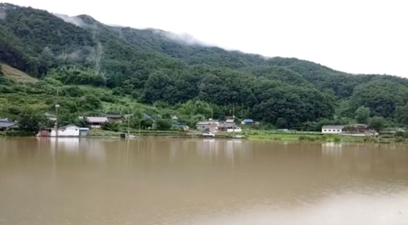 General view shows flooding along Seomjin River amid monsoon rains in Gokseong, South Korea August 8, 2020 in this still image taken from social media video. Photo: Lee Dong Hyun / Misillan Farm via Reuters