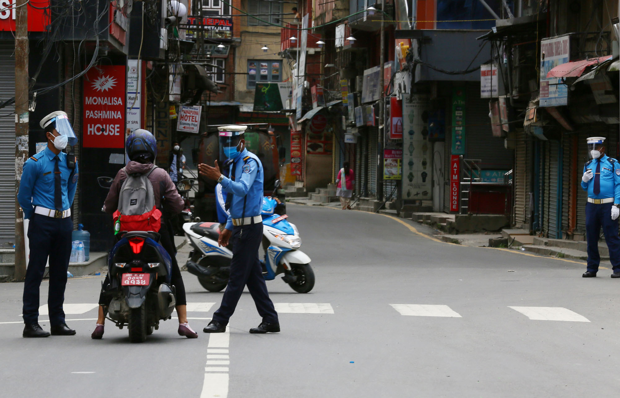 Traffic personnel interrogarting vehicles and passersby to validate necessary movements as seen in the capital on Monday amid the COVID-19 lockdown. Photo: Rajesh Gurung/THT