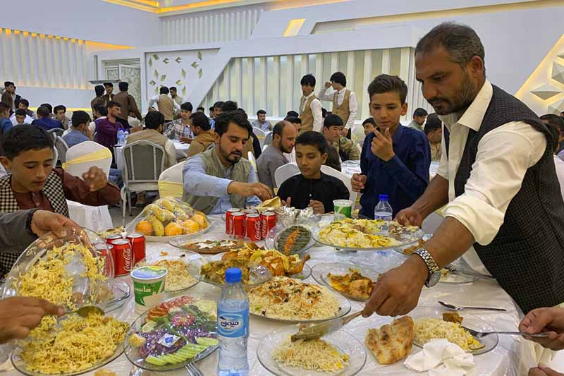 Guests eat food at a wedding hall, in Kabul, Afghanistan, on Friday, August 7, 2020. Photo: AP