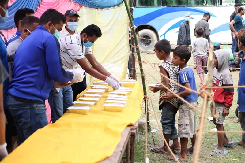 Adarsha youth Club members providing food free of cost to children  in Dhangadh Sub-metropolitan City of Kailali district, on Saturday, September 26, 2020. Photo: Tekendra Deuba/THT