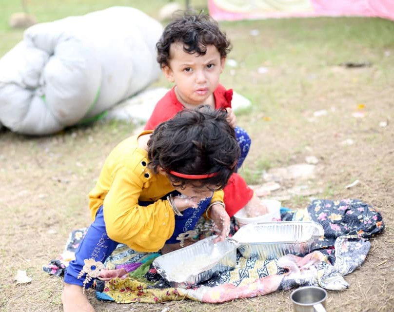 Children of returnees from India having food at the entry point in Dhangadi sub-metropolis, on Saturday. Photo: THT