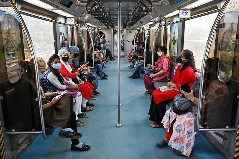Passengers wearing protective masks travel inside a metro train on the first day of the restart of the metro operations, amidst the spread of the coronavirus disease (COVID-19), in Kolkata, India, on Monday, September 14, 2020. Photo: Reuters
