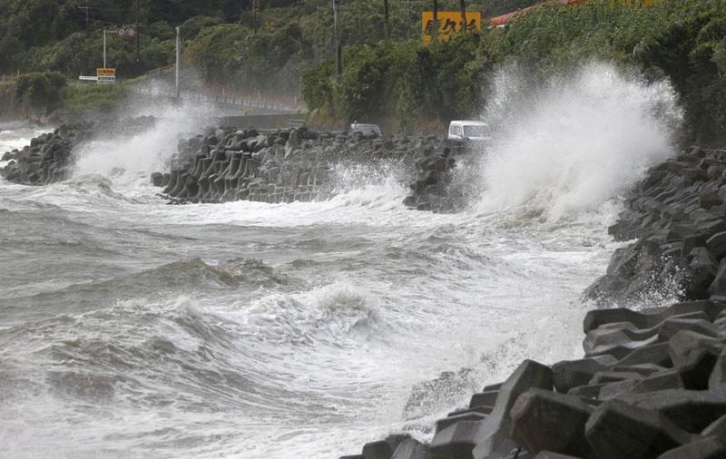 High waves pound the coast of the Kagoshima city in the southwestern island of Kyushu, Japan. Photo: Kyodo News via AP
