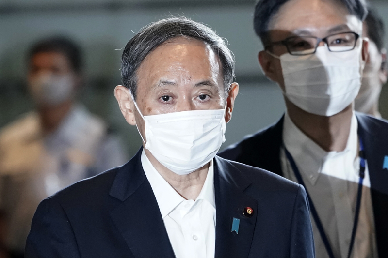 Chief Cabinet Secretary Yoshihide Suga walks in the prime minister's office for a cabinet meeting Wednesday, Sept. 16, 2020, in Tokyo. Photo: AP