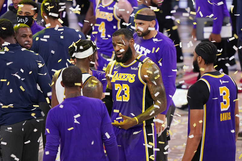 Los Angeles Lakers' LeBron James (23) talks with players as confetti falls after the Lakers beat the Denver Nuggets in an NBA conference final playoff basketball game Saturday, Sept. 26, 2020, in Lake Buena Vista, Fla. Photo: AP