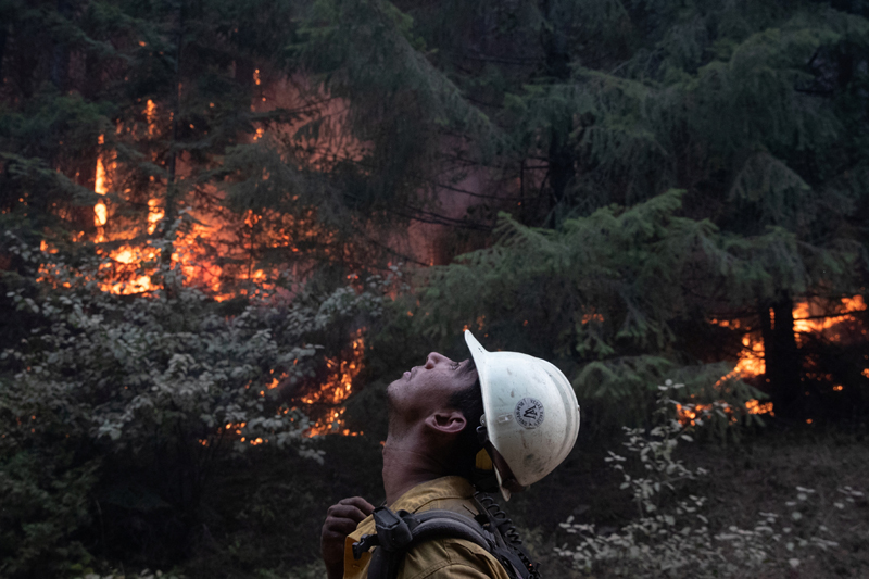 Johnny Islas, a firefighter from Las Vegas, monitors ambers from a firing operation near the Obenchain Fire in Butte Falls, Oregon, U.S., September 15, 2020. Photo: Reuters