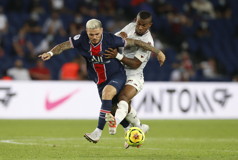 Paris St Germain's Mauro Icardi in action with Metz's Habib Maiga. Photo: Reuters