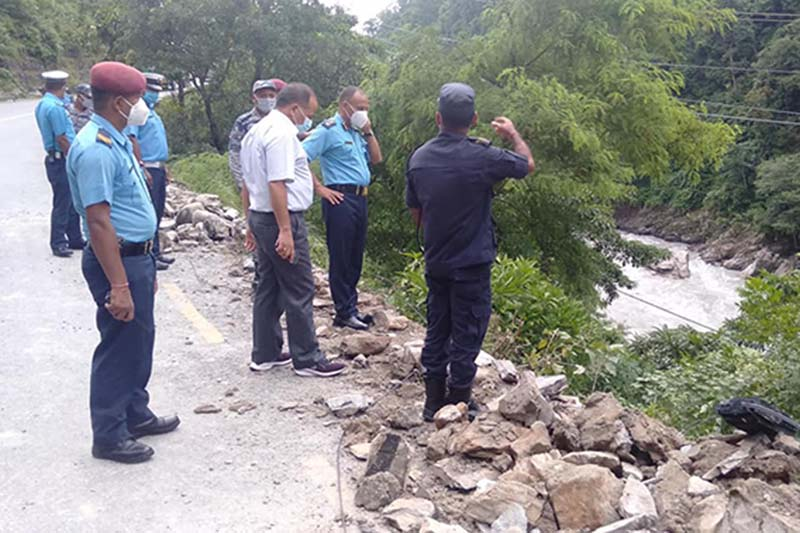 Chief District Officer Sagar Acharya along with a team of police under the command of Superintendent of Police (SP) Arun Poudel on on-site inspection near Ainapahara along the Prithvi Highway in Aanbukhaireni Rural Municipality-3, Tanahun district, on Wednesday, September 2, 2020. Photo: Madan Wagle/THT