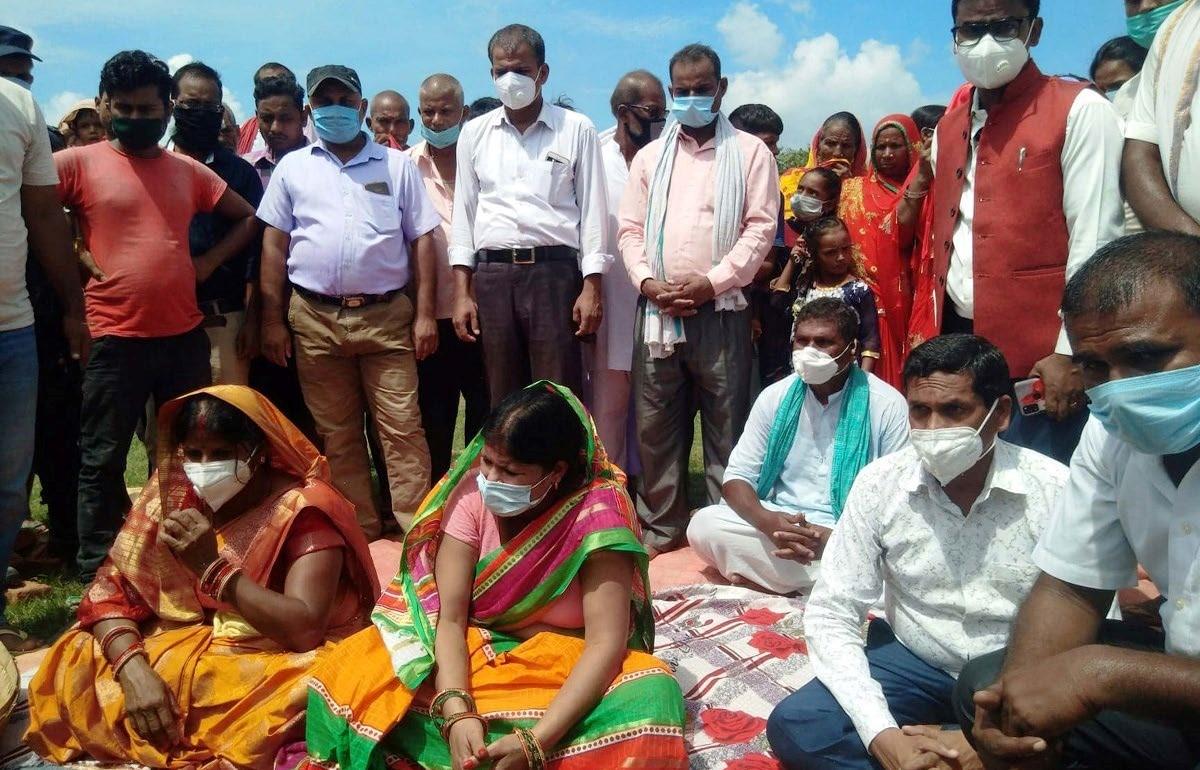 Maulapur Mayor Rina Kumari Sah laying the foundation stone of temples in Rautahat, on Monday. Photo: THT