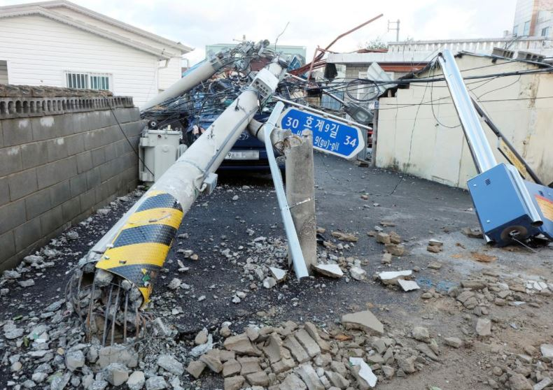General view shows a damaged street by Typhoon Maysak in Ulsan, South Korea, September 3, 2020. Photo: Reuters