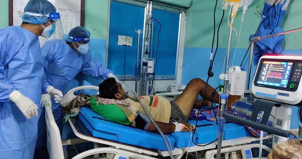Doctors treating a COVID patient using plasma therapy at Narayani Hospital, Birgunj, on Monday. Cases of coronavirus have soared in the city in recent weeks. Photo: THT