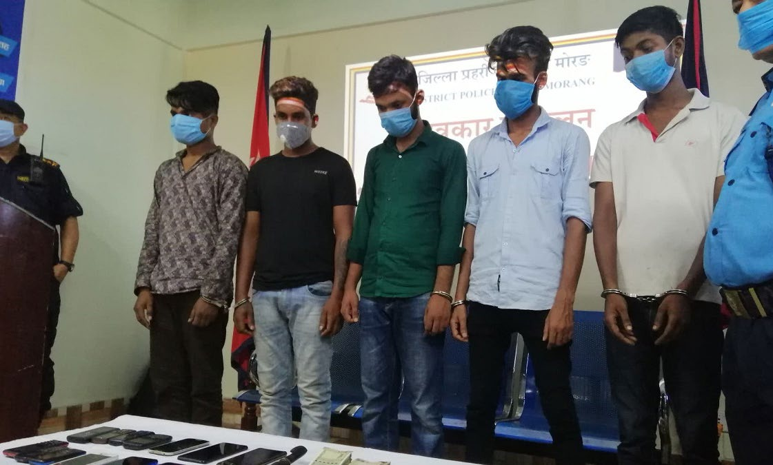 Police making persons arrested on the charge of looting two traders at gunpoint public in District Police Office, Morang, on Wednesday. Photo: THT
