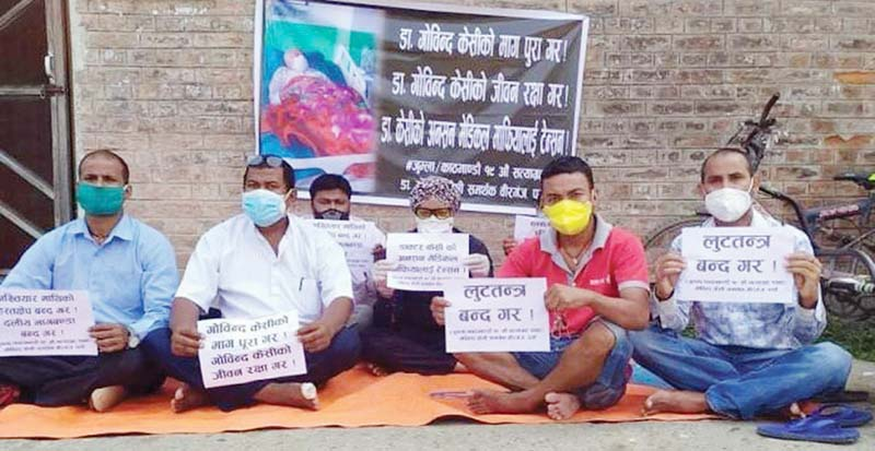 People holding a demonstration to express solidarity with Dr Govinda KC, in Birgunj, Parsa, on Friday, October 2, 2020. Photo: THT