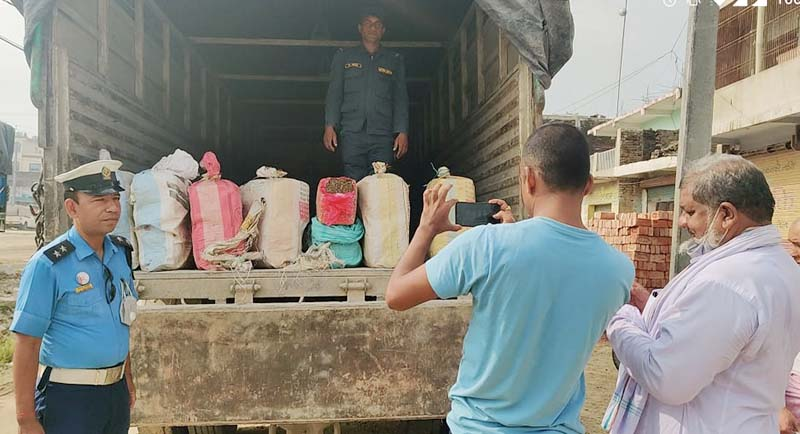 Mediapersons taking picture of marijuana seized from a truck at District Police Office, Bara in Jitpursimara Sub-metropolitan City, on Wednesday, October 7, 2020. Photo: Pushpa Raj Khatiwada/THT