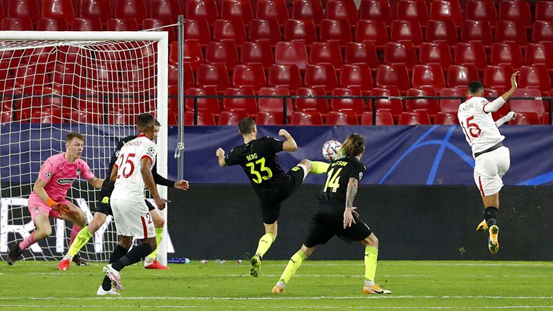 Sevilla's Youssef En-Nesyri, right, scores his side's third goal during the Champions League group E soccer match between Sevilla FC and FC Krasnodar, at the Ramon Sanchez Pizjuan stadium in Seville, Spain, on Wednesday, November 4, 2020. Photo: AP