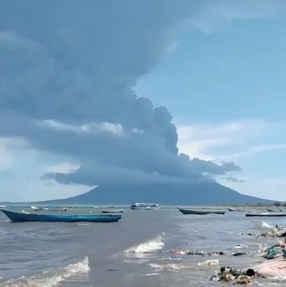 An eruption of Mount Ile Lewotolok is seen in Lembata, East Nusa Tenggara Province, Indonesia November 29, 2020, in this still image obtained from a social media video.  Muhammad Ilham via REUTERS    ATTENTION EDITORS - THIS IMAGE HAS BEEN SUPPLIED BY A THIRD PARTY. NO RESALES. NO ARCHIVES. MANDATORY CREDIT.
