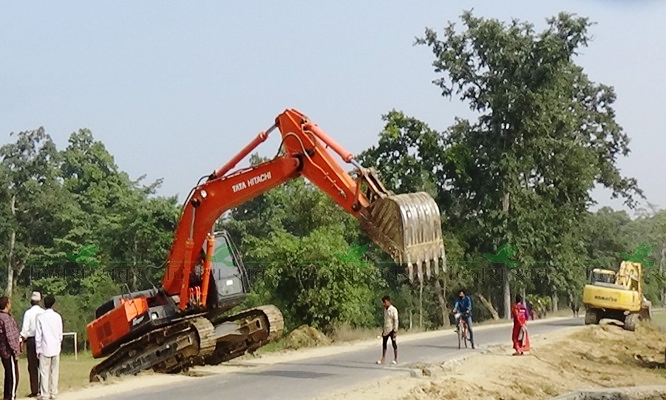 Construction works going on for the upgradation of Postal Highway, in Kailai, on Monday, November 9, 2020. Photo: Tekendra Deuba/THT