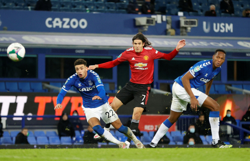 Manchester United's Edinson Cavani scores their first goal during the Carabao Cup  Quarter-Final match between Everton and Manchester United, at Goodison Park, in Liverpool, Britain, on December 23, 2020. Photo:  Pool via Reuters